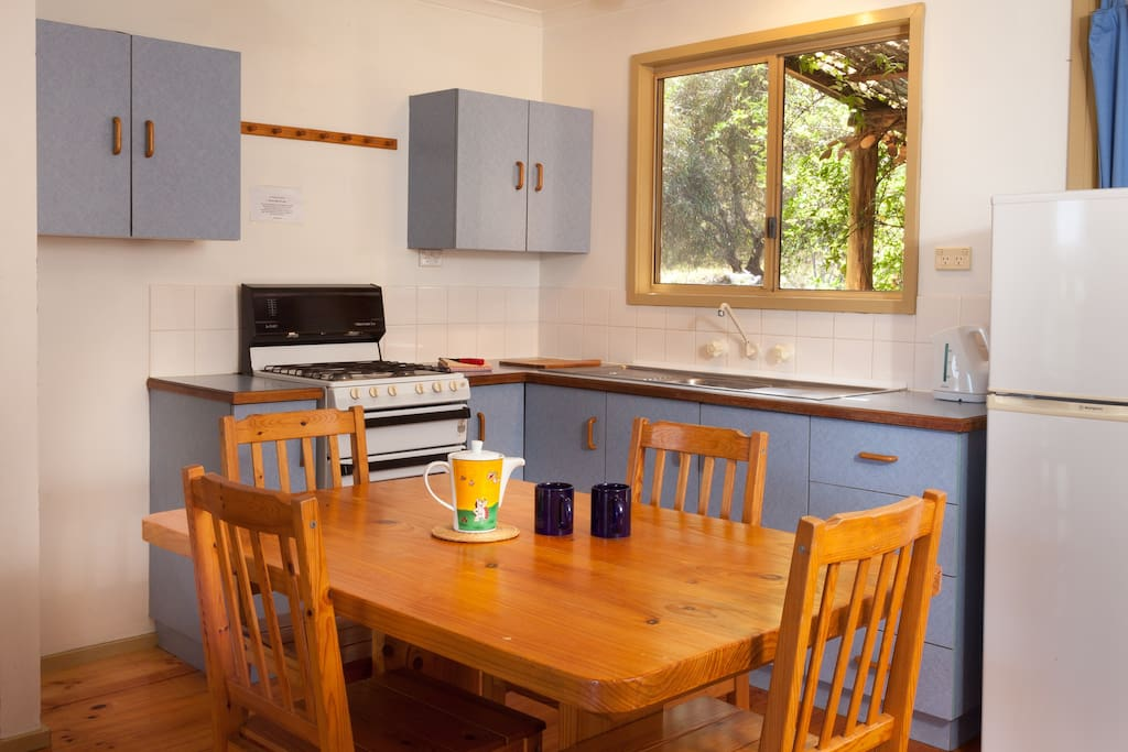 A friendly, fully equipped kitchen.