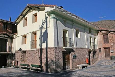 Casa rural muy equipada en Cabezón de Cameros. - Cabezón de Cameros