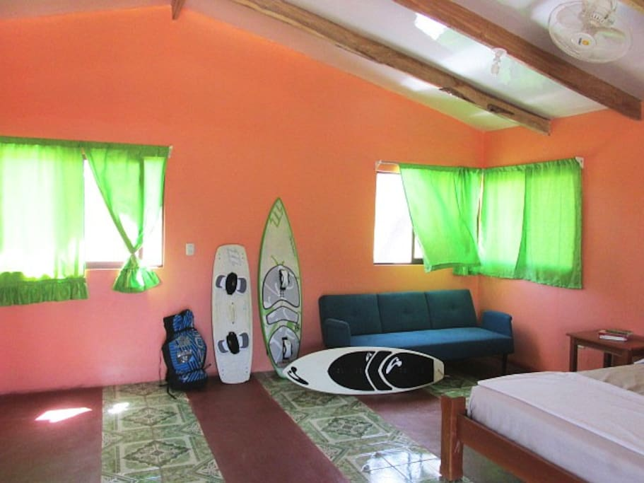 Ideal for kitesurfers, spacious room w ceiling fans.