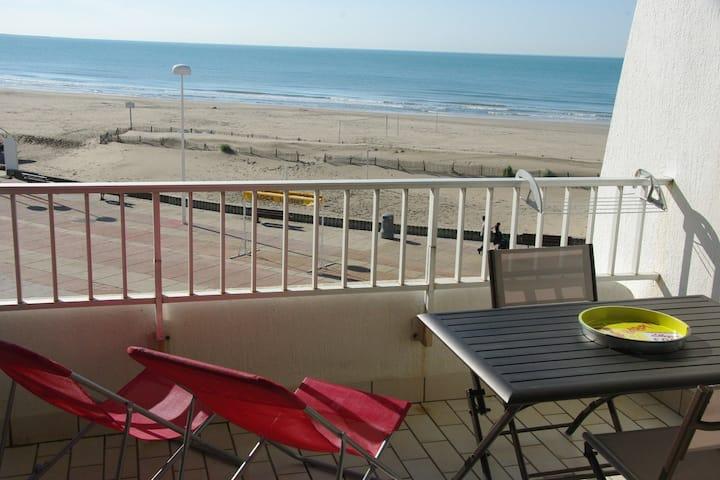 studio grande terrasse face à la mer
