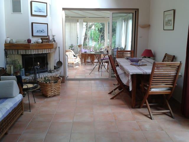 Jolie Maison avec jardin  30 km de Paris.