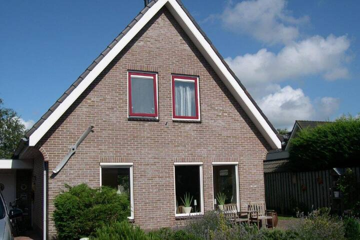 Detached holiday home with spacious garden in Egmond aan den Hoef, near the sea