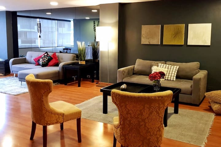 Cozy & Spacious Apartment.  Ideal for Groups