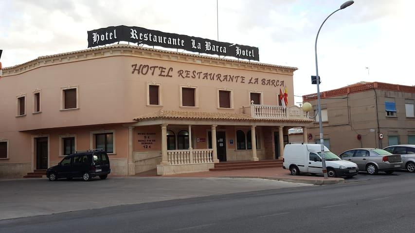 La Barca Cafeteria Restaurante - Pedro Muñoz