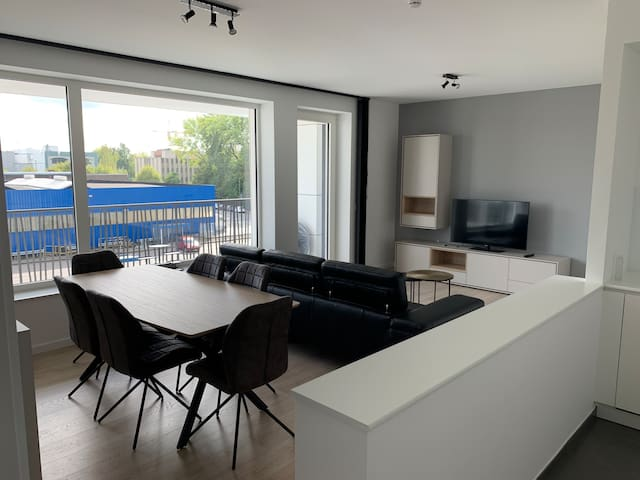 Brand new luxurious and spacious apartment