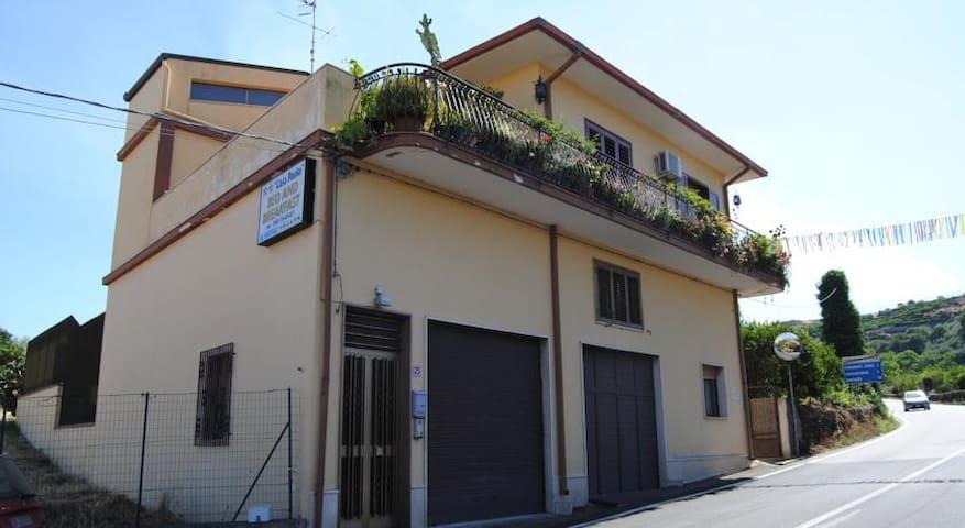 B&B Casapaolo - Fiumefreddo di Sicilia - ที่พักพร้อมอาหารเช้า