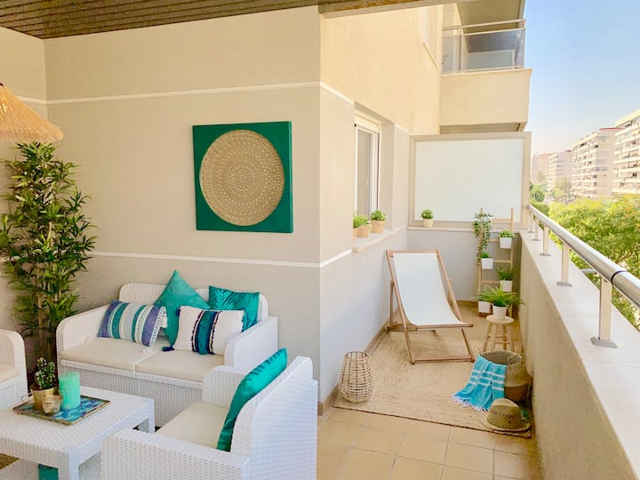 Charming apartment on the beach. Pool and parking.