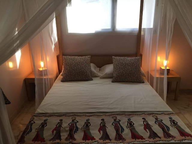 Chambre confortable dans un cadre luxueux