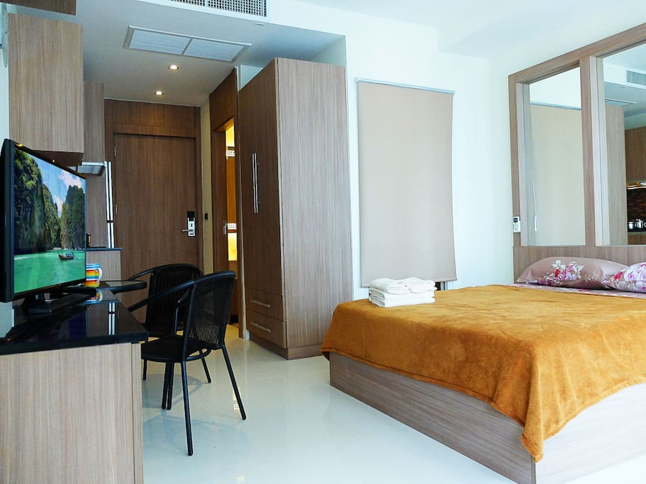 Cozy studio 26sq meters, with queen-size bed, coach, kitchen, dining, bathroom and balcony