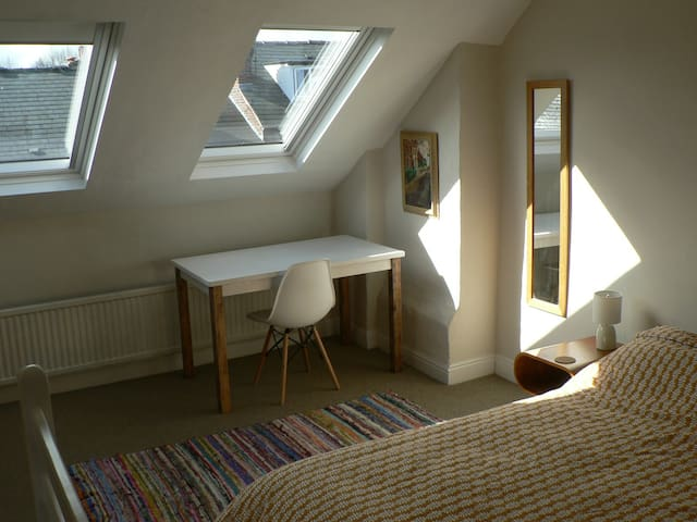 Tranquil Attic Space in welcoming household