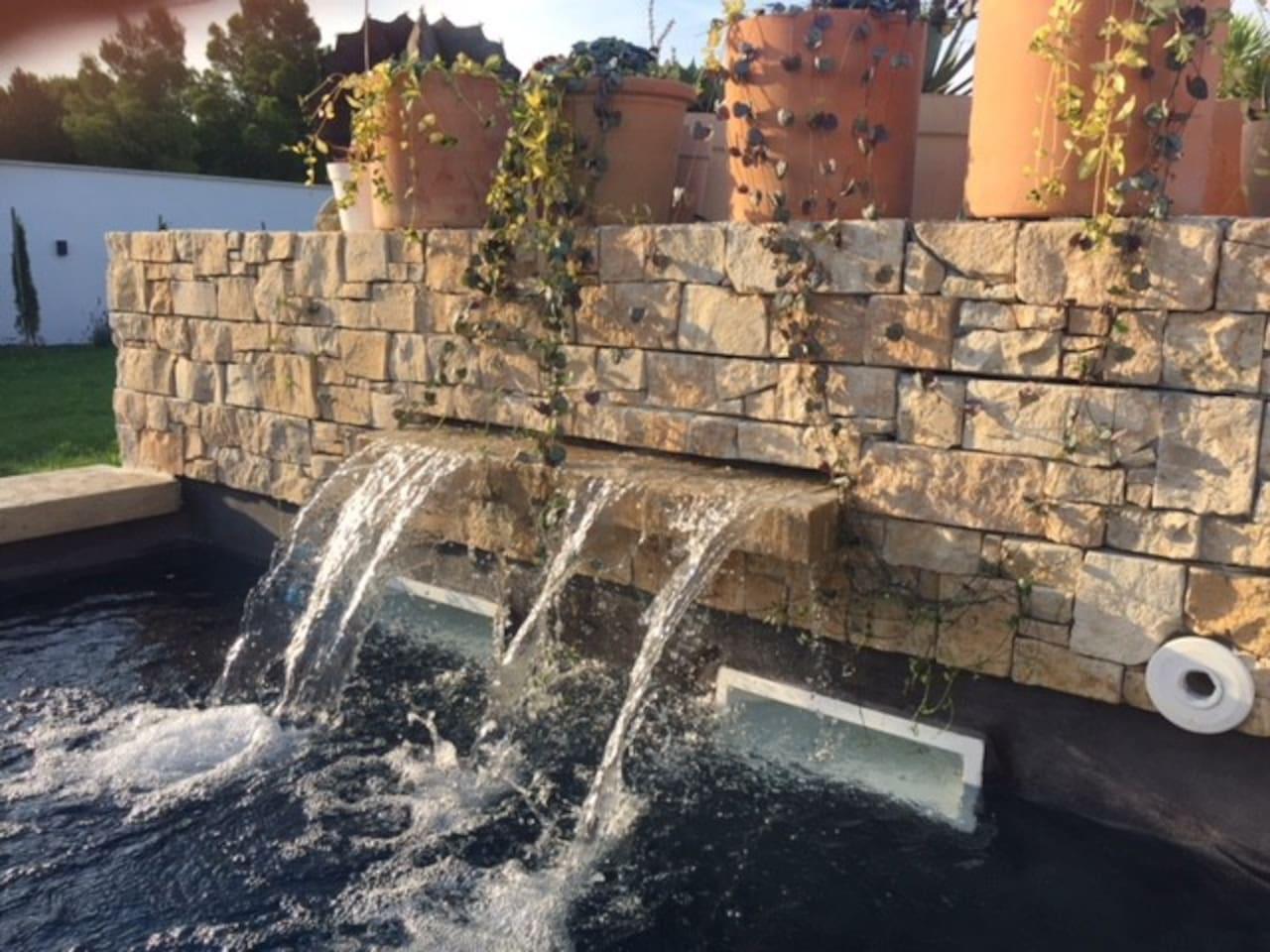 fontaine commandée de la piscine