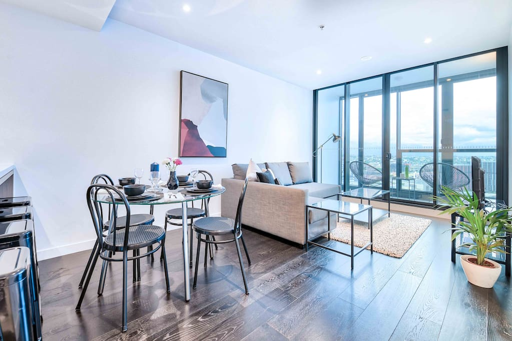 Professionally Style Apartment With Infinity Pool Flats For Rent In Fortitude Valley