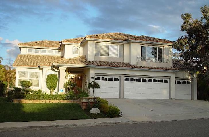 Private BR/BA in gated community - Female Only - Simi Valley - Huis