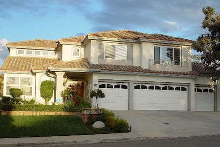 Private BR/BA in gated community - Female Only - Simi Valley
