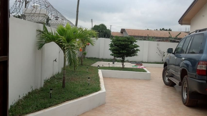 Private Flat in a Cozy Executive House - Tema