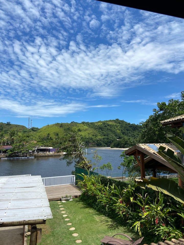 Casa em frente ao Rio Una e 50 metros da praia