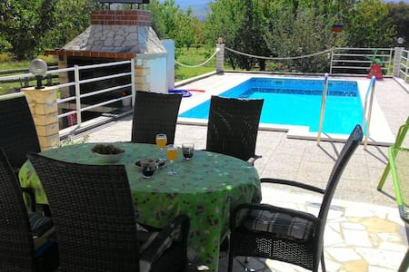 Charming villa with swimming pool - Krušvar - House