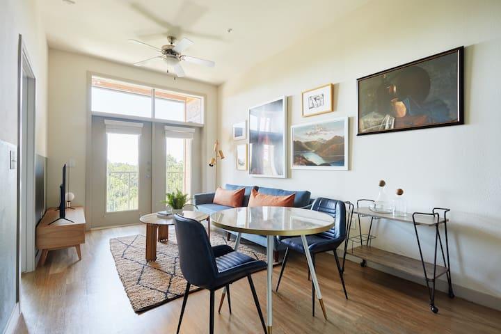 Sonder | La Villita | Warm 1BR + Balcony