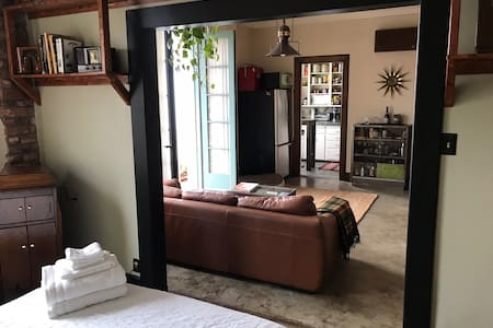 Charming 1920s Flat in Downtown Long Beach