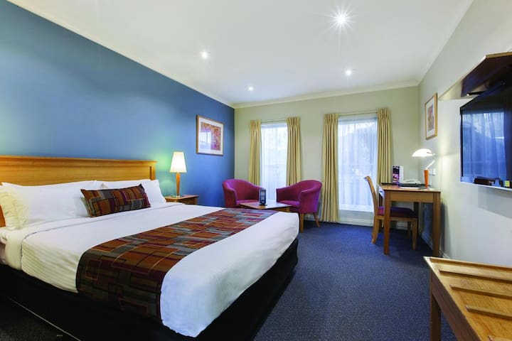 Great serviced 4 star Hotel rooms in Southern Mel