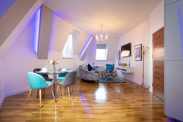 A Super Luxurious 2 Bedroom 2 Bath City Centre Apt