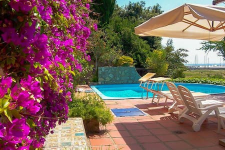 ON THE BEACH, POOL, AIRCo, WiFi 4p Private Parking