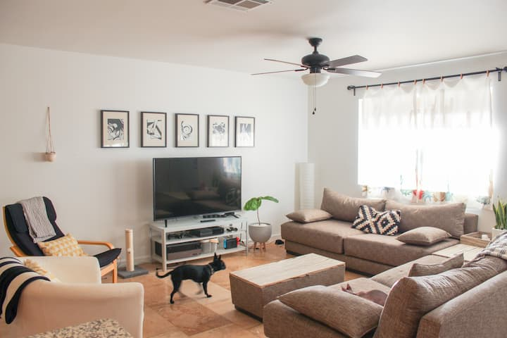 2 Cozy Guest Bedrooms 1 Mile from Cubs Stadium