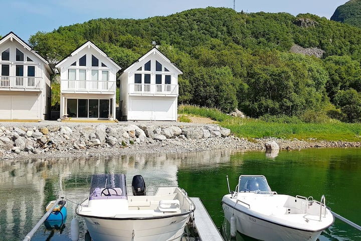 4 star holiday home in Brattvåg