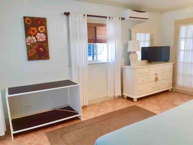 Bedroom with suitcase rack