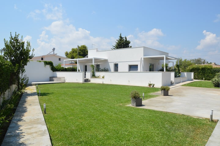 LM7 Luxury Villa Infinity pool,Idro,Wi-Fi ,Garden
