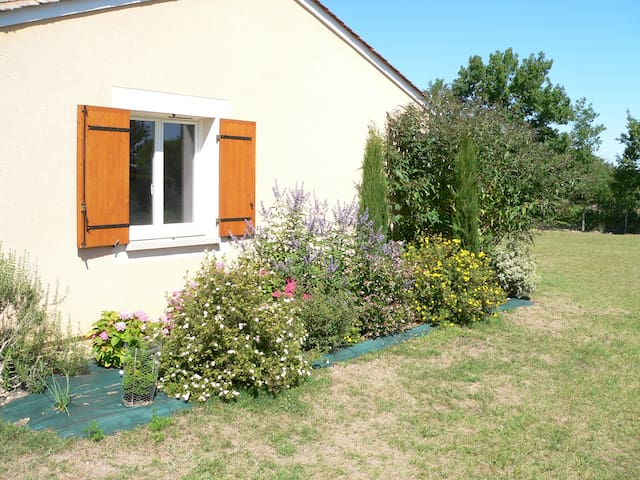 Two-bedroom gîte, secluded garden - Beaumont-du-Périgord - Huis