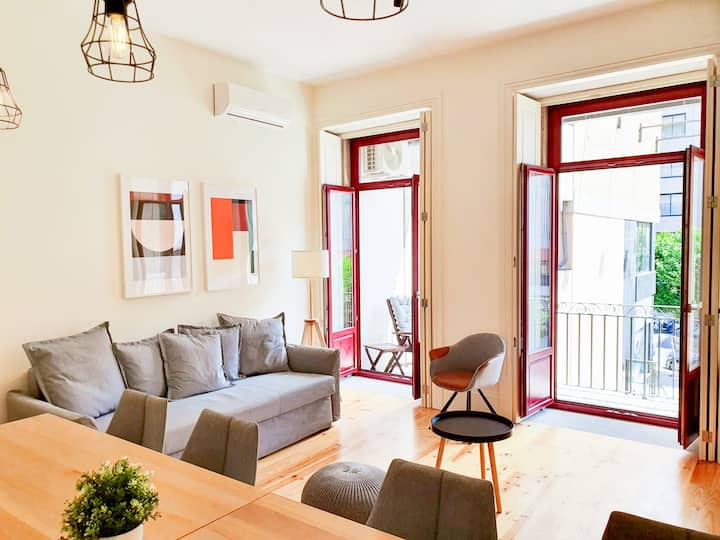 Comfortable flat, cozy balcony close to Aliados Av
