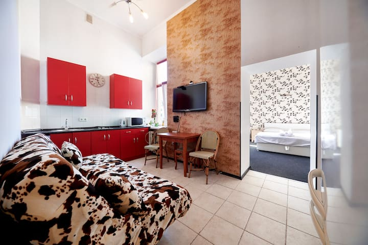 City Center Quiet Single bedroom apt on Sophia Sq