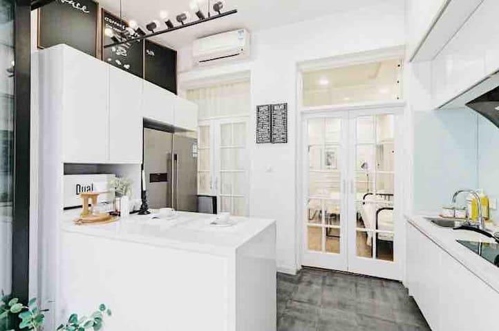 消毒+新房特价:市中心/超大浴缸+北欧绿植绝美设计/百年洋房central of SH/