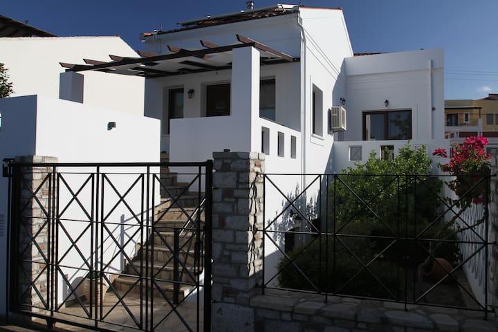 Orionas Luxury House
