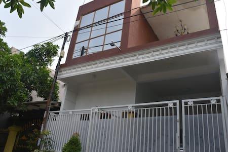Beny Benol Sweet House - Kecamatan Sidoarjo - Bed & Breakfast
