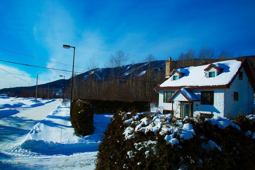 Le chalet 6 chambres tout juste à côté des pistes de ski de fond du Mont-Sainte-Anne