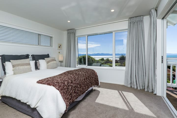 Master bedroom with King bed & Sea Views
