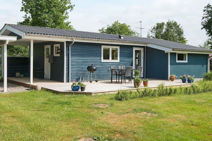6 person holiday home in Grenaa