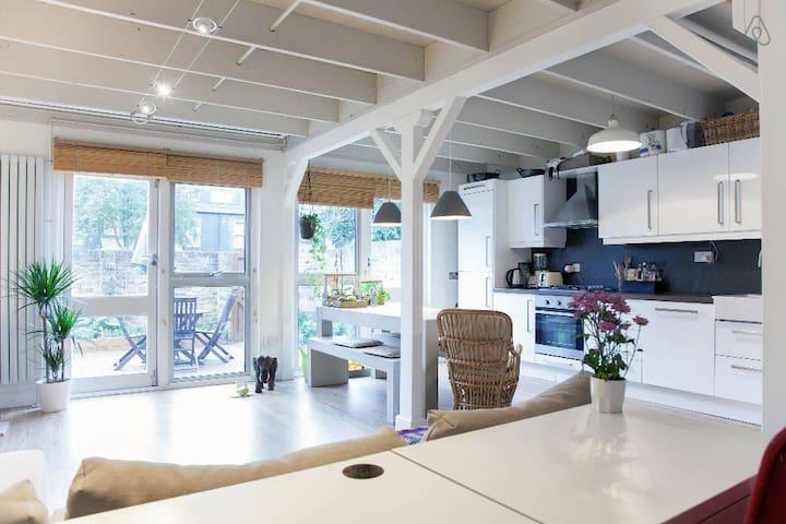 Whole house with patio garden - London - Rumah