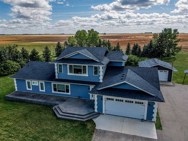 Gorgeous Acreage  House - minutes to south Regina