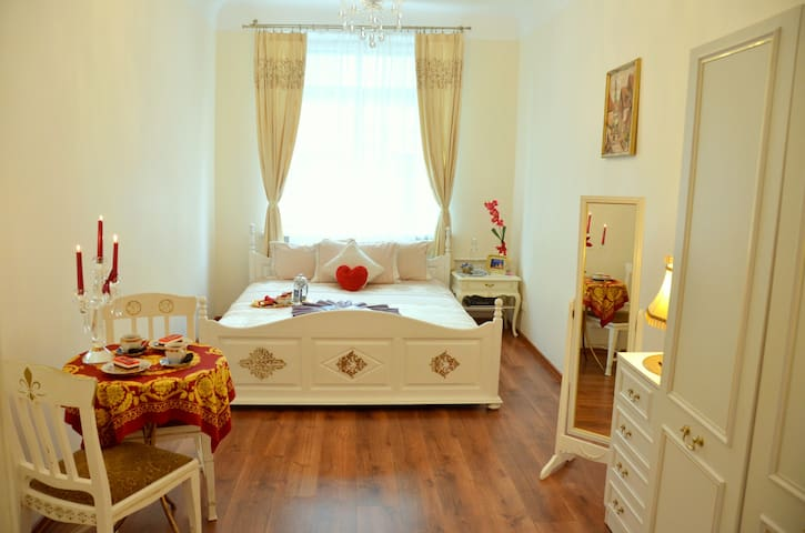 NEW COMFORTABLE PRIVATE ROOM IN OLD TOWN CENTER :) - Rīga - Apartment