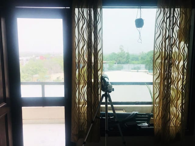 a private room with Qutub Minar view in Saket