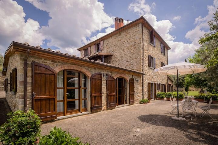 Ruime villa in Castiglion Fiorentino met een privézwembad