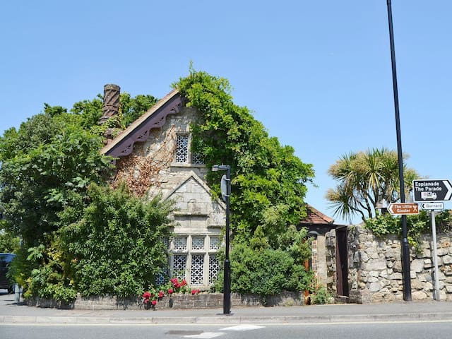 Debourne Lodge (26436)