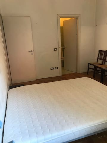 Milano room for double bed rent for short or long