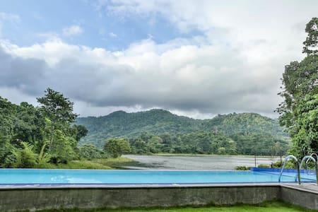 Huluganga Nature Resort With Lake & Mountain view