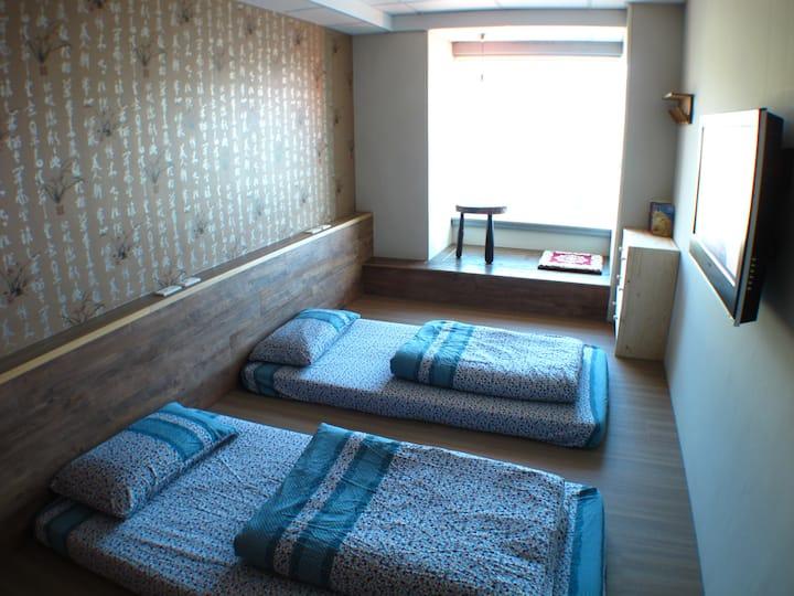 Twin En-suite Private Room + Toilet