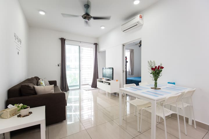 Charming, Modern & Cozy 1BR Condo with Pool View