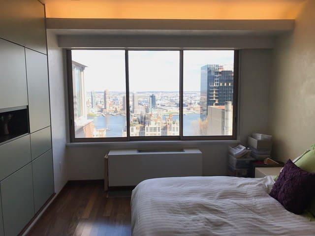 Spacious Bedroom with ensuite Full Bathroom